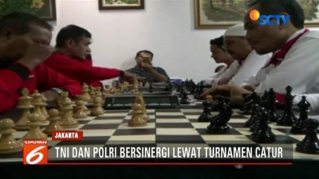 Guna meredam ketegangan antara pesonel TNI dan Polri pascapenyerangan Polsek Ciracas, digelar turnamen catur persaudaraan yang diikuti personel TNI dan Polri.