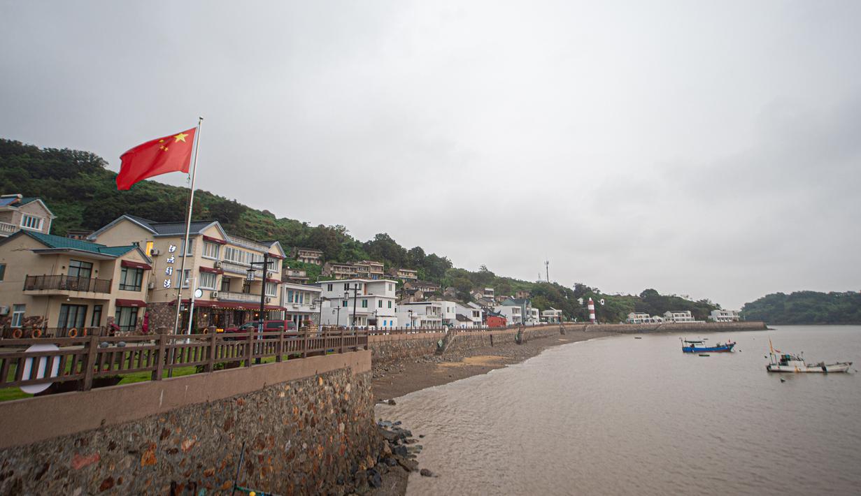 Pemandangan Desa Shatangwan, Xiangshan, Kota Ningbo, Provinsi Zhejiang, China, 16 September 2020. Memiliki sejarah selama lebih dari 400 tahun, desa nelayan Shatangwan dalam beberapa tahun terakhir mengembangkan pariwisata ekologi yang memanfaatkan lingkungan sekitar. (Xinhua/Jiang Han)