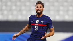 Striker Prancis, Olivier Giroud, melakukan selebrasi usai mencetak gol ke gawang Ukraina pada laga uji coba di Stade deFrance, Kamis (8/10/2020). Prancis menang dengan skor 7-1. (AP Photo/Francois Mori)