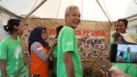 Gubernur Ganjar Pranowo di stand pampers mania di Kongres Sampah 2019 di Desa Kesongo, Tuntang, Kabupaten Semarang, Sabtu (12/10).
