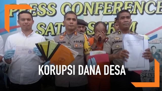 Seorang Kepala Desa di Kabupaten Gowa Sulawesi Selatan ditangkap polisi karena diduga menggelapkan dana desa sebesar Rp 500 juta. Dana desa telah diselewengkan sejak tahun 2015,  digunakan untuk kepentingan pribadi.