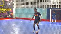 Bek PSIS Semarang, Rio Saputro saat mengikuti turnamen futsal di Kendal. (Dok Pribadi Rio Saputro)