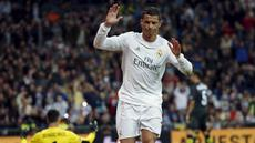 Cristiano Ronaldo mencetak satu gol saat timnya menang 4-0 atas Sevilla pada lanjutan La Liga Spanyol pekan ke-30 di Stadion Santiago Bernabeu, Senin (21/3/2016) dini hari WIB.  (REUTERS/Sergio Perez)
