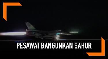 Jajaran Angkatan Udara Indonesia ternyata memiliki sebuah tradisi untuk membangunkan sahur dengan pasawat tempur. Suara gemuruh dari pesawat tempur milik TNI AU ini terdengar cukup keras bagi warga di Yogyakarta.