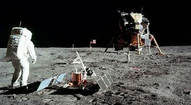 Misi Apollo 11 di permukaa Bulan