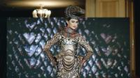 Potret Kostum 'Komodo Dragon' Ayu Maulida di Ajang Miss Universe 2020, Curi Perhatian. (Sumber: Instagram/royalstory.picture)
