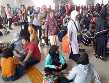 Gangguan Listrik, Calon Penumpang KRL Tertumpuk di Stasiun Bogor