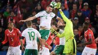 Swiss Vs Irlandia Utara. (AFP/FABRICE COFFRINI)