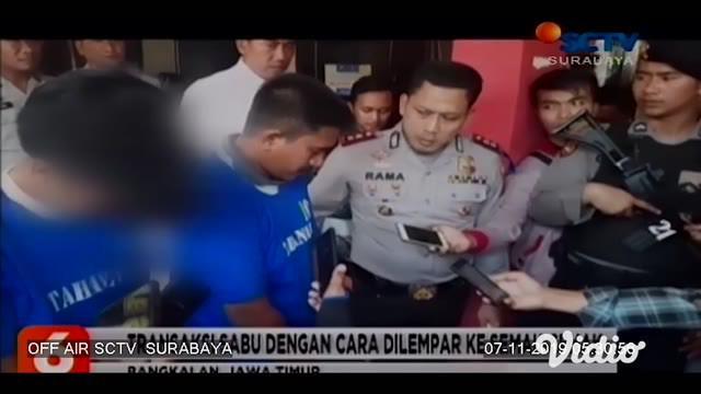 Pasangan anak dan orang tua (bapak-anak) kompak mengedarkan narkotika jenis sabu di wilayah hukum Bangkalan, Madura, Jawa Timur.Kedua tersangka berinisial MT (43) dan putranya IL (18) warga Bangkalan. Tersangka diringkus di rumahnya.