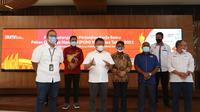 Dirut Telkom Ririek Adriansyah (ketiga dari kiri) memberikan paparan usai Penandatanganan Perjanjian Kerja Sama PON XX Papua Tahun 2021 antara Telkom dan Pengurus Besar PON XX Papua 2021 yang disaksikan Menkominfo Johnny G. Plate (Foto: TelkomGroup).