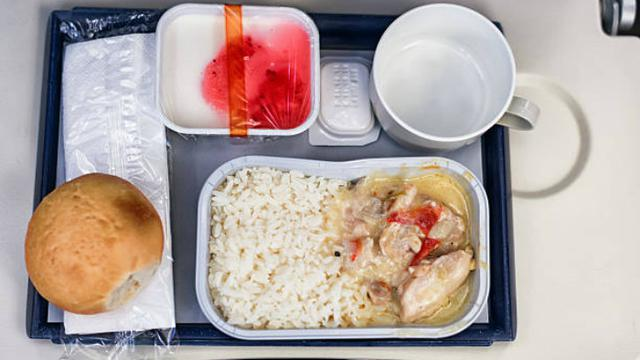 Ilustrasi makanan pesawat