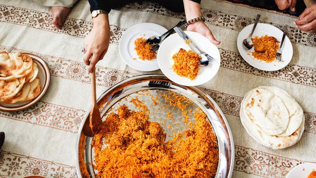 Rekomendasi Makanan Untuk Dibawa Saat Traveling Ke Luar Negeri
