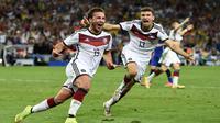 Mario Gotze berlari merayakan gol kemenangan Jerman (REUTERS/Dylan Martinez)