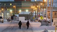 Kota Utqiagvik dikenal sebagai kota tanpa siang, matahari hanya menyinari tiga sampai enam jam saja setiap harinya (Sumber foto: adn.com)