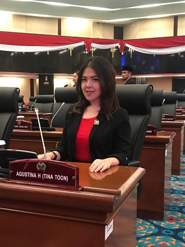 6 Potret Tina Toon Bertugas Jadi Anggota DPRD, Blusukan Temui Warga