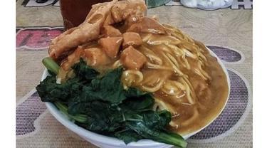 6 Potret Porsi Mi Ayam Jumbo Ini Bikin Kenyang Sebelum Makan