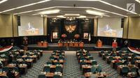 Suasana rapat paripurna pengunduran diri Wakil Gubernur DKI Jakarta Sandiaga Uno di Gedung DPRD DKI Jakarta, Senin (27/8). ).(merdeka/ Iqbal S. Nugroho)