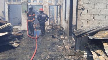 Kebakaran di Padang hanguskan lima rumah, Selasa (21/9/2021)