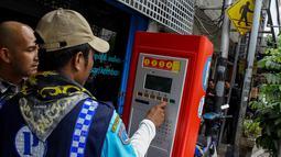 Uji coba parkir meter di Jalan Agus Salim atau Jalan Sabang, Jakarta Pusat selama sepekan ini terbilang sukses, Jakarta, Senin (6/10/2014) (Liputan6.com/Faizal Fanani)