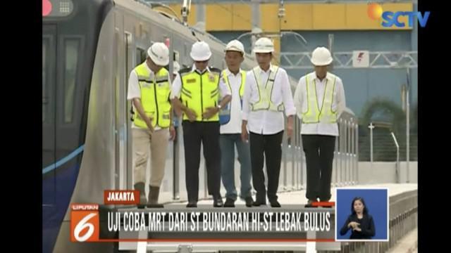 Jokowi dan rombongan berangkat dari Stasiun Bundaran HI menuju Stasiun Lebak Bulus sejauh hampir 16 kilometer.
