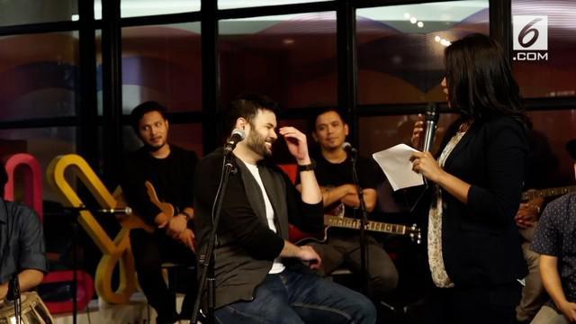 Ridho Rhoma sempat datang ke KLY Lounge bersama Sonet2. Dalam ceritanya ternyata bukan Rhoma Irama yang menjadi inspirasi musik.
