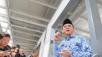 Plt Gubernur DKI Jakarta Basuki Tjahaja Purnama (Ahok) blusukan ke areal PKL di IRTI Monas, Jakarta, Senin (10/11/2014) (Liputan6.com/Herman Zakharia)