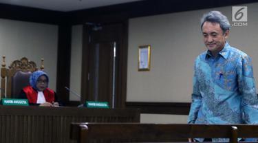 Terdakwa suap kepada mantan panitera PN Jakarta Pusat, Edy Nasution saat menjalani sidang pembacaan putusan di Pengadilan Tipikor, Jakarta, Rabu (6/3). Eddy dijatuhi hukuman 4 tahun penjara dan denda Rp200 juta. (Liputan6.com/Helmi Fithriansyah)