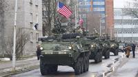 Militer Inggris juga ikut serta, seolah menunjukkan kesolidan Barat di hadapan Rusia.