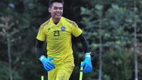 Kiper Arema FC, Teguh Amiruddin. (Bola.com/Iwan Setiawan)