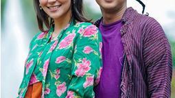 Bayu Skak terkenal sebagai anak muda yang sangat ingin memperkenalkan budaya Jawa ke masyarakat luas. Salah satu caranya ialah memakai baju tradisional saat bersama Aliyah Faizah. Potret keduanya tampil dengan baju tradisional Jawa ini curi perhatian. (Liputan6.com/IG/@moektito)