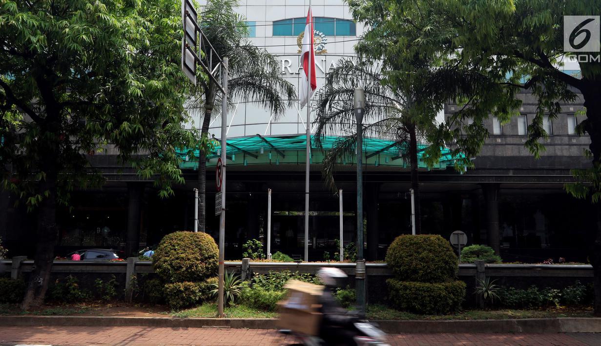 Suasana Gedung Granadi di Jalan HR Rasuna Said Kuningan, Jakarta, Rabu (21/11). Pengadilan Negeri Jakarta Selatan menyita Gedung Granadi milik Keluarga Cendana. (Liputan6.com/JohanTallo)