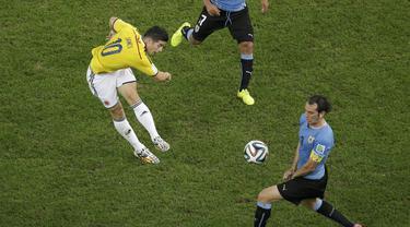 Gol terbaik Piala Dunia 2014 ternyata menjadi milik striker timnas Kolombia James Rodriguez, Brasil. (REUTERS/Felipe Dana)