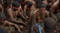 Tradisi Unik dari India ini dipercaya dapat memberikan manfaat, ribuan penduduk desa turun ke atas tumpukan kotoran sapi untuk ambil bagian dalam pertempuran tahunan tradisi mereka.