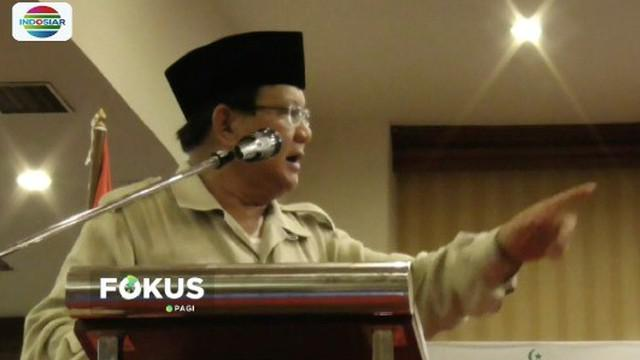 Prabowo Subianto lontarkan candaan kepada relawan di Solo, Jawa Tengah.