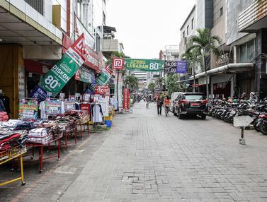 FOTO: Jelang Lebaran, Pasar Baru Sepi Pengunjung