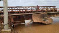 Jembatan Bailey sebagai pengganti sementara Jembatan Tabunio II yang putus akibat banjir di Kabupaten Tanah Laut, Kalimantan Selatan. (Dok Kementerian PUPR)