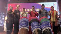 Menteri Pariwisata, Arief Yahya (tengah) membuka Festival Pesona Tanjung Lesung 2017 di Kemenpar, Jakarta, Selasa (5/9/2017). Festival ini menampilkan ajang Rhino XTriathlon, MTB XC Race. (Bola.com/Nicklas Hanoatubun)