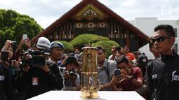 Api obor Asian Games saat tiba di Banda Aceh, Selasa (31/7). Kirab Obor (torch relay) dimulai dari Museum Aceh dan berakhir di Kantor Gubernur Aceh. (Liputan6.com/Immanuel Antonius)