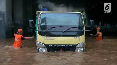 BNPB memberikan peringatan kepada warga Jakarta, bahwa kawasan Jakarta dilanda hujan ekstrem.