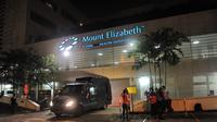 Di Rumah Sakit Mount Elizabeth, Olga Syahputra menghembuskan nafas terakhirnya, Singapura, Pada pukul 16.17 wib, Jumat (27/3/2015).(AFP Photo/Roslan Rahman)