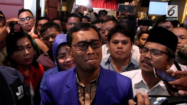 JR Saragih, bakal calon Gubernur Sumut dinyatakan tidak lolos verifikasi oleh KPUD Sumut.