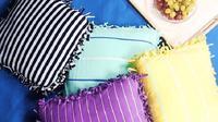 Ternyata kaos bekas bisa juga dimanfaatkan untuk dijadikan sarung bantal tanpa perlu dijahit. (Foto: Instagram/@5.min.crafts)