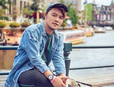 FOTO: Gaya Danang D'Academy Pakai Topi, Tampil Trendi