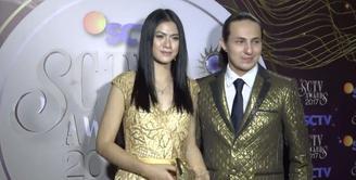 Elegannya busana Hana Saraswati- Dylan Carr pada saat SCTV Awards 2017.