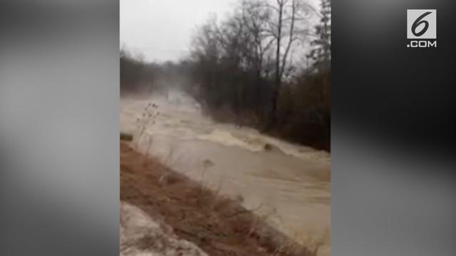 Sungai Hemlock di Kanada dilanda banjir.