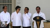 Seskab Pramono Anung memberikan keterangan saat pengumuman pergantian menteri Kabinet Kerja di Istana Negara, Jakarta, Rabu (27/7). Ada 9 nama baru yang masuk ke dalam Kabinet Kerja dan 4 menteri yang digeser posisinya. (Liputan6.com/Faizal Fanani)