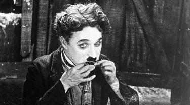 Charlie Chaplin adalah komedian legendaris