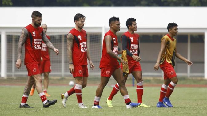 PSM Makassar berlatih di Stadion Madya Senayan, Senin (24/6/2019). (Bola.com/Abdi Satria)
