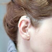 Antara Implan Koklea dan Alat Bantu Dengar, Mana Lebih Baik? (Aerogondo2/Shutterstock)