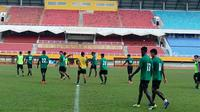Bek Sriwijaya FC Marckho Sandy Meraudje (22) (Liputan6.com / Indra Pratesta)